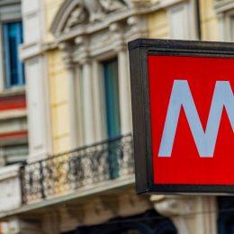 Fermata della metropolitana a Milano