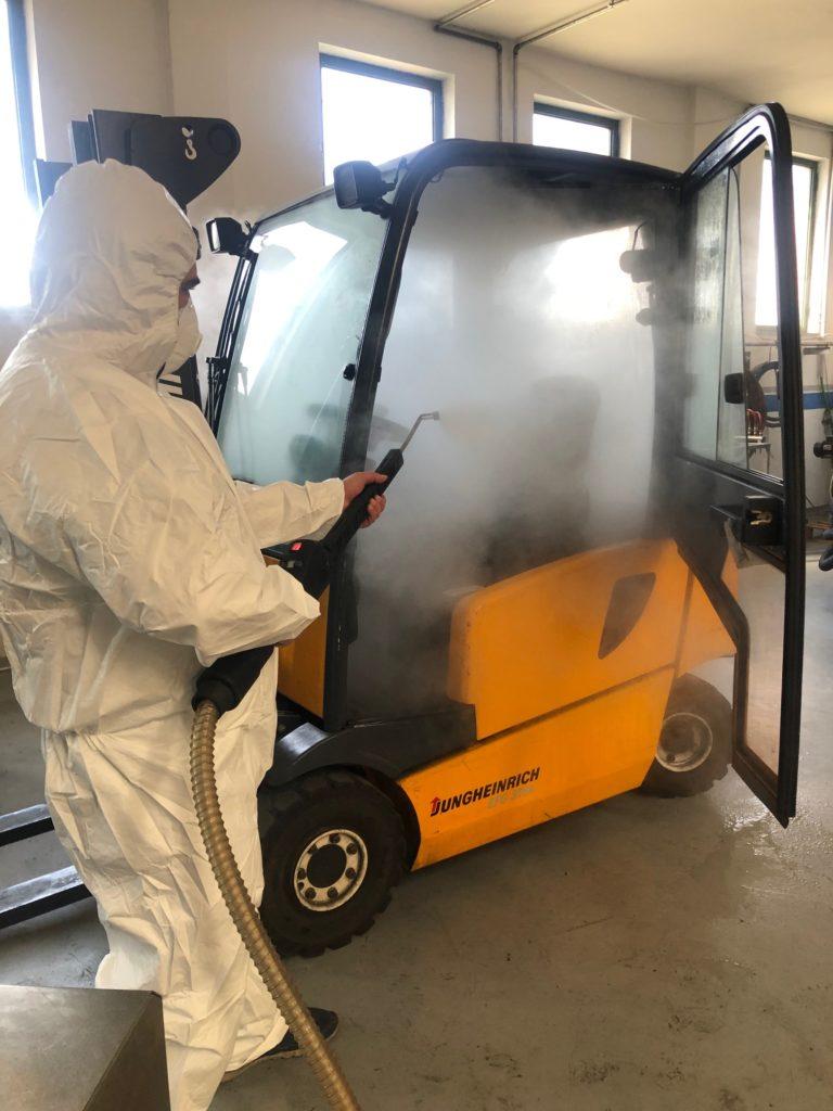 pulizia dei macchinari industriali